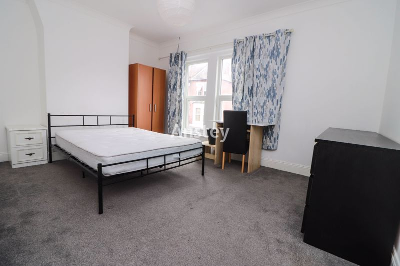 Four Double Bedroom Student House – 2021  – ** Bills Included Option**