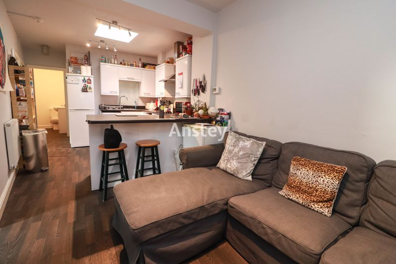 Four Double Bedrooms – Student/Sharers House August 2021 – Two Bathrooms