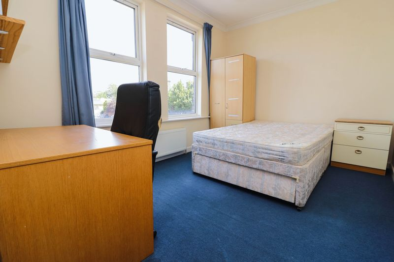 Four/Five Bedroom – Two Bathroom – Student House 2020