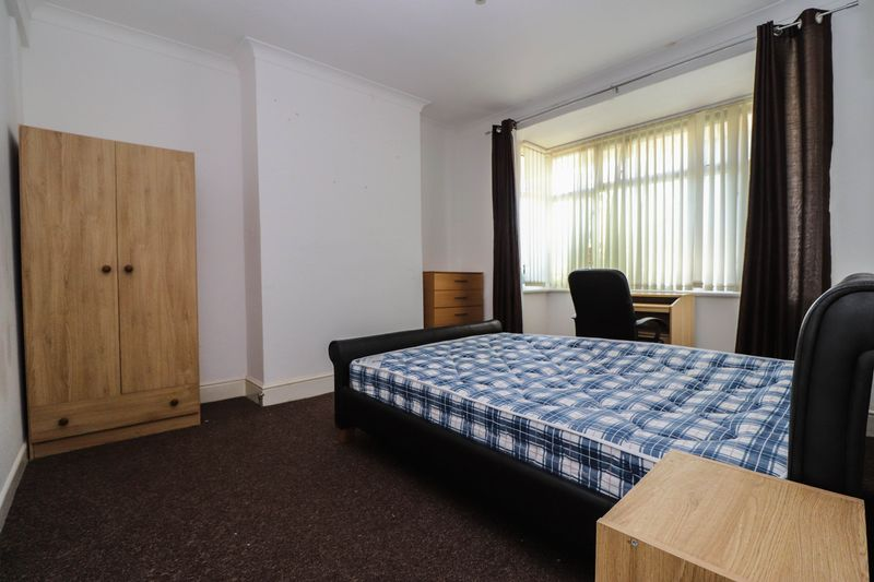 Four/Five Double Bedroom – Student House – Available Now