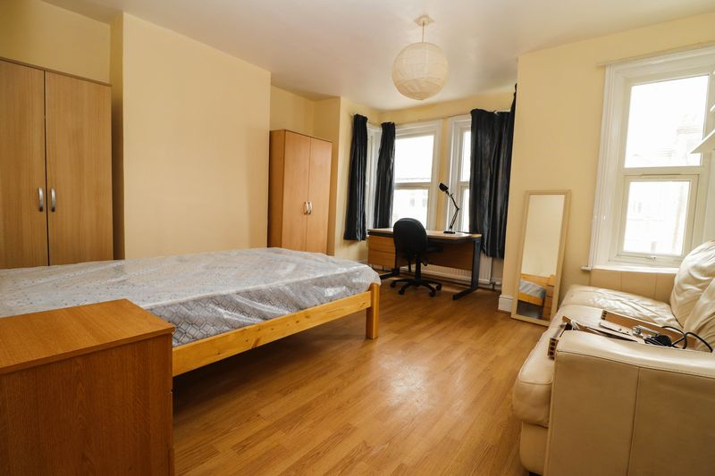 Four Double Bedrooms – Redecorated – Polygon