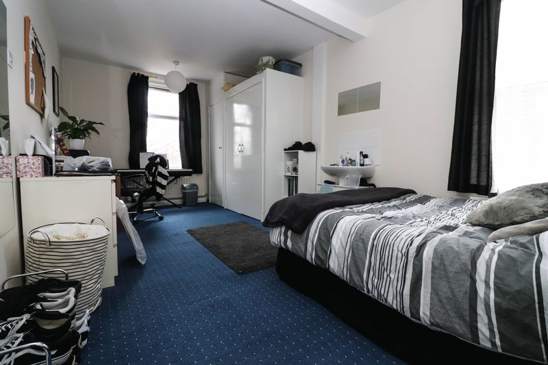 Five Double Bedrooms – Two Bathrooms – Portswood Student House 2021