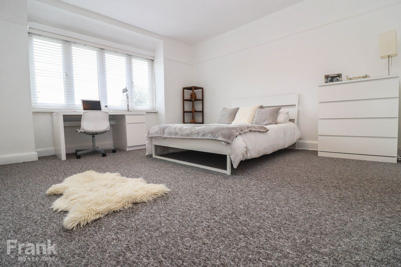 Top Floor Student Apartment 2021 – Four Double Bedrooms – Modernised Throughout