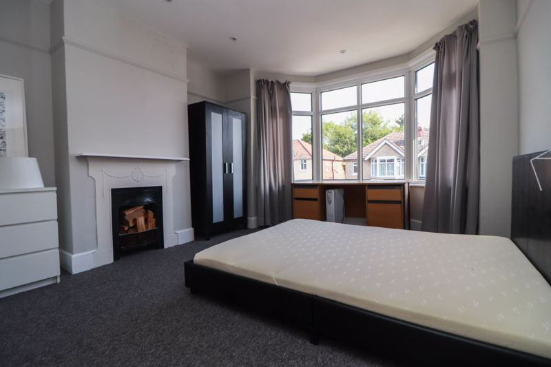 Exceptional Newly Refurbished – Student/Sharers House – July 2020