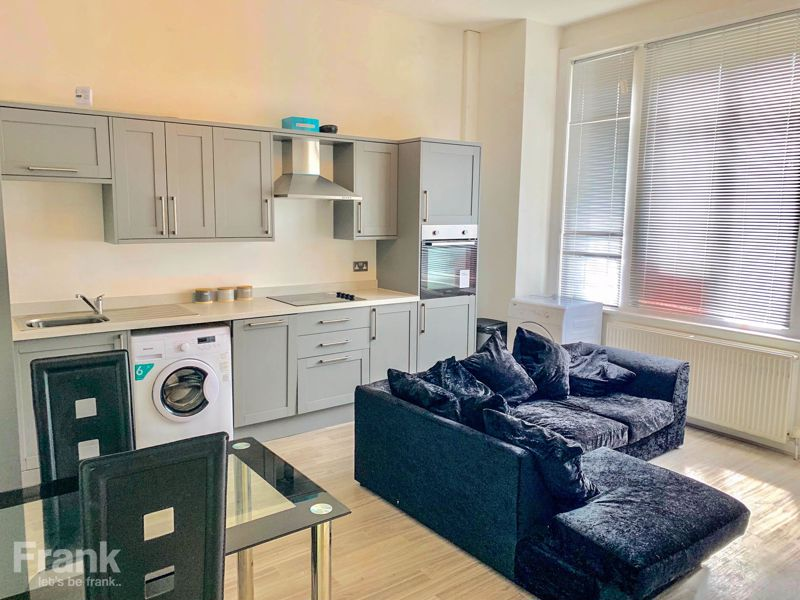 Three Double Bedroom – Ground Floor – Student/Sharers Property