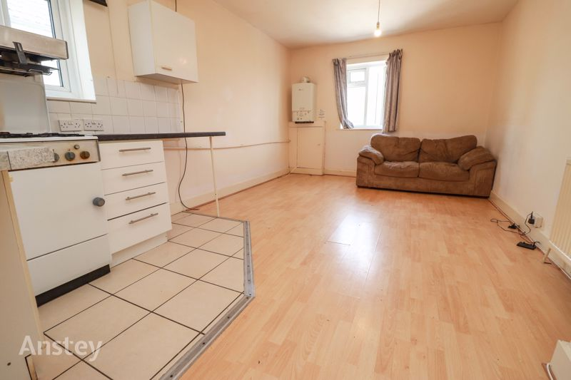 Studio Apartment – Gas & Water Included – Avaialble Now