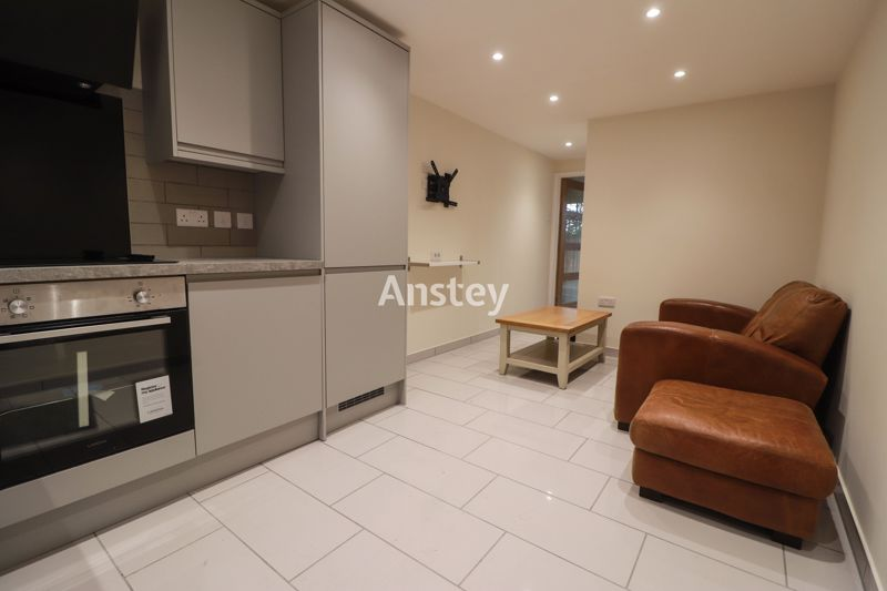 One Bedroom – Newly Built – Private Garden