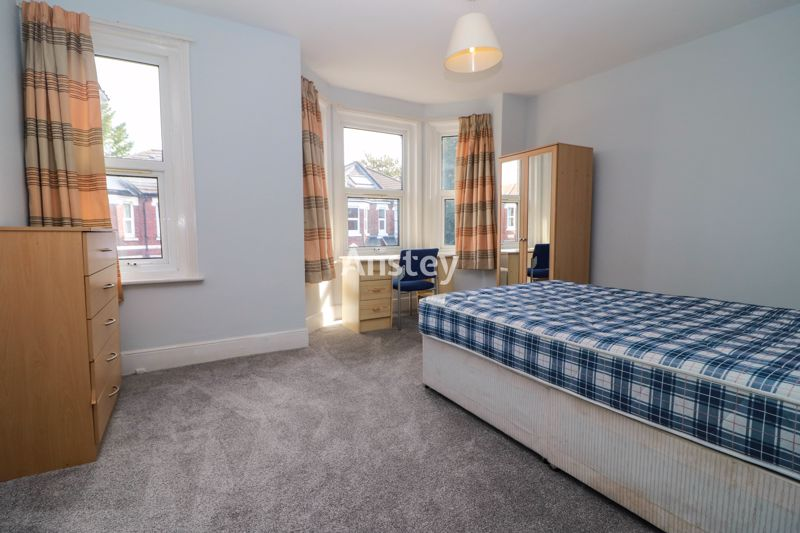 Three/Four Bedroom House – Sharers/Students – Available Mid July