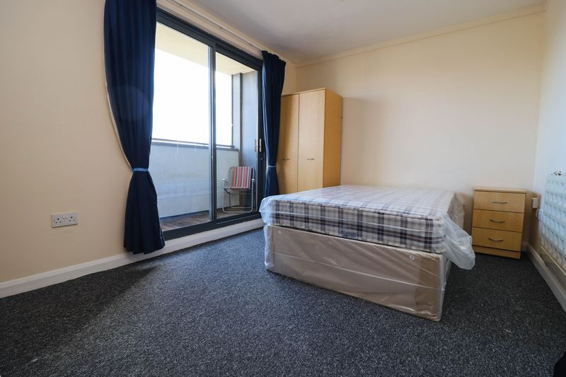 Spacious Studio Apartment – Central Location – Private Balcony – Students Welcome