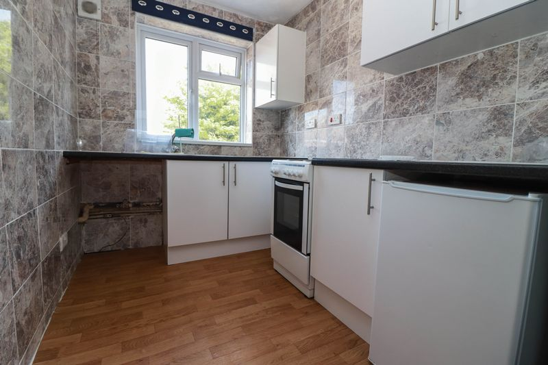 One Bedroom Flat – First Floor – Private Entrance – No Fees