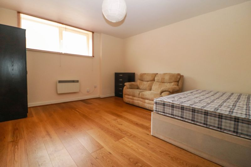 One Bedroom – Ground Floor Studio – Central Location – Available Now