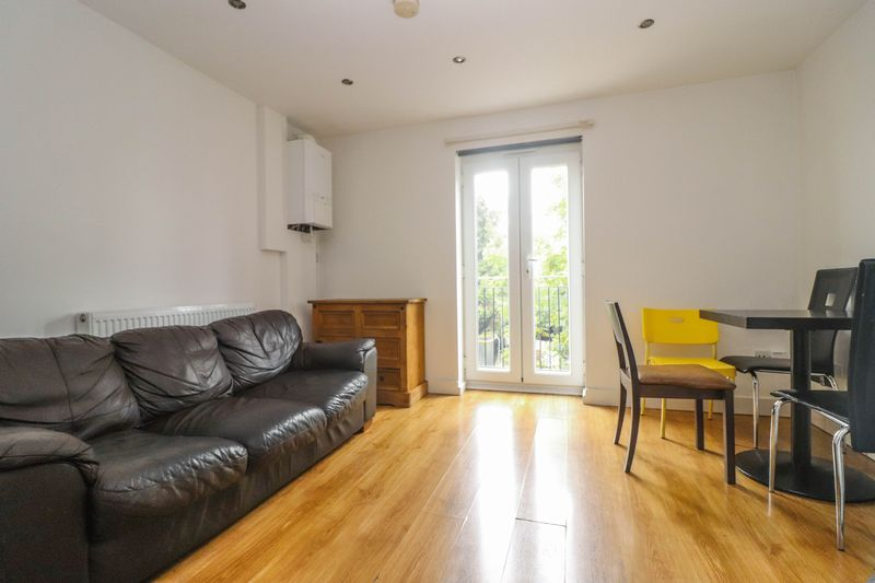 Two Double Bedroom – Modern First Floor Apartment