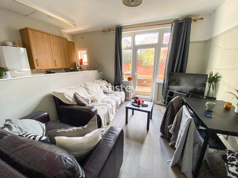 Recently Refurbished – Five Double Bedroom – Student Property 2021 – Polygon