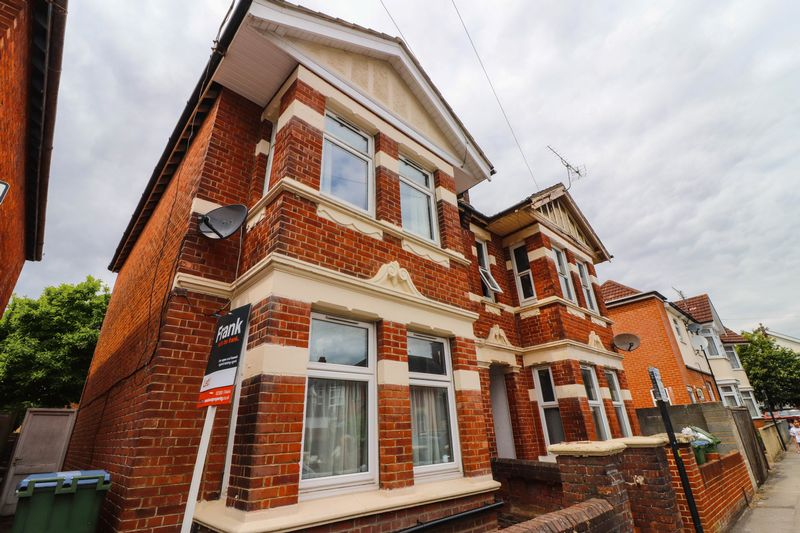 Four Double Bedrooms – Student House 2021