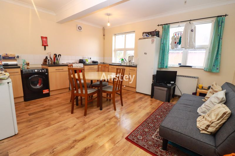 Three Bedroom – Student Property – July/August 2021