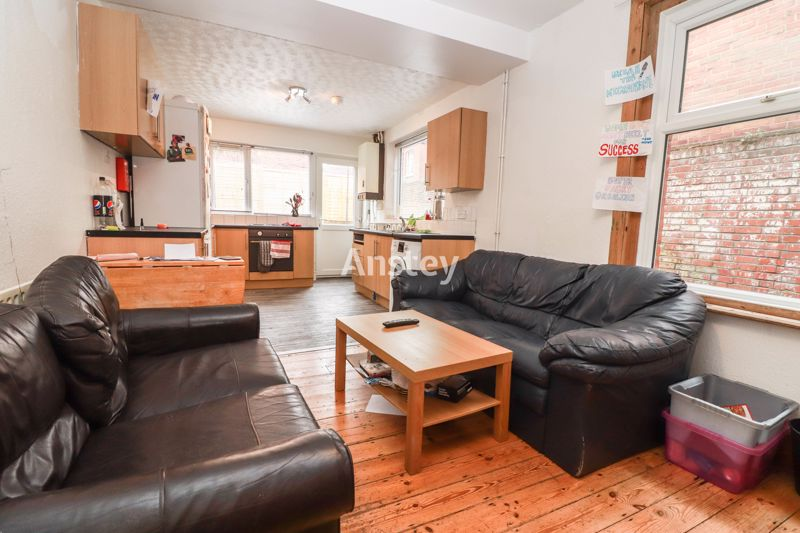 Five Double Bedroom – Student/Sharers House 2021