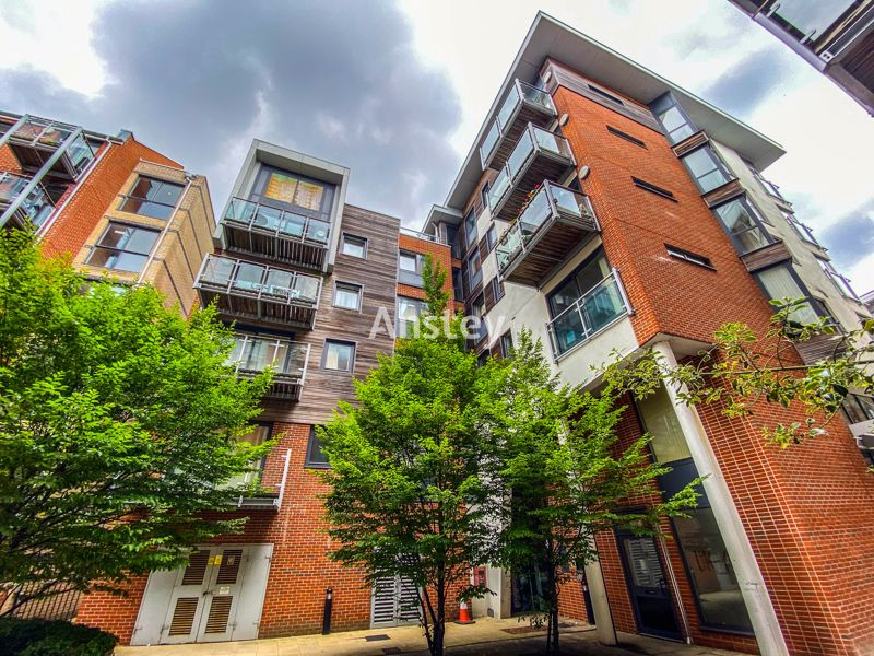 One Bedroom City Centre Apartment – Private Balcony – Available August