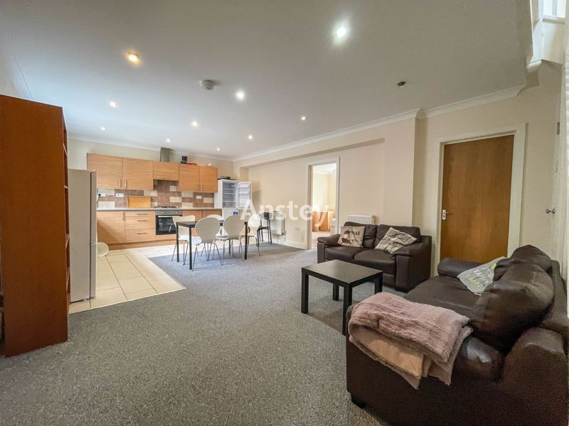Student/Sharers Property 2021 – Portswood Location – Early October 2021